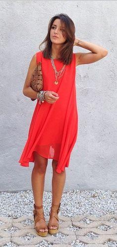 Chaussure avec robe rouge