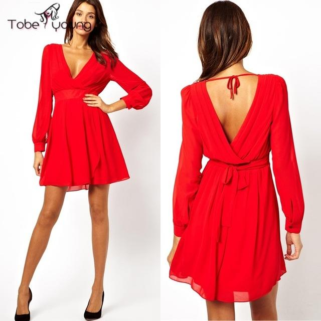 Robe rouge col v