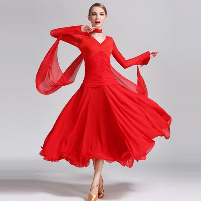 Robe rouge danse