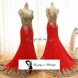 Robe rouge et or
