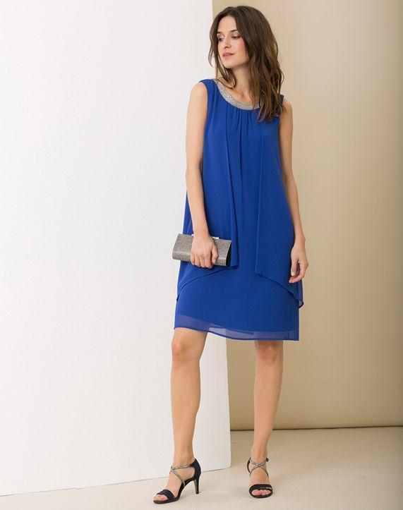 Accessoiriser une robe bleu marine