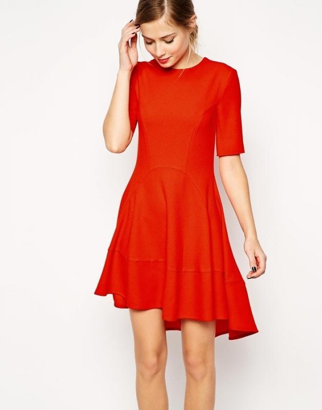 Accessoiriser une robe rouge