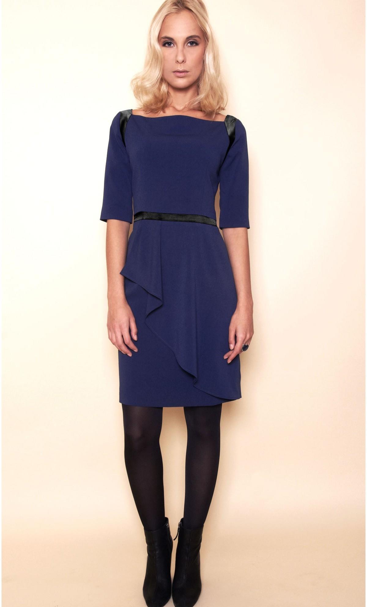 Comment porter une robe bleu marine