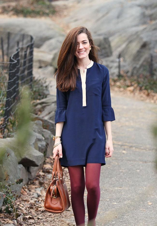 Couleur collant avec robe bleu marine
