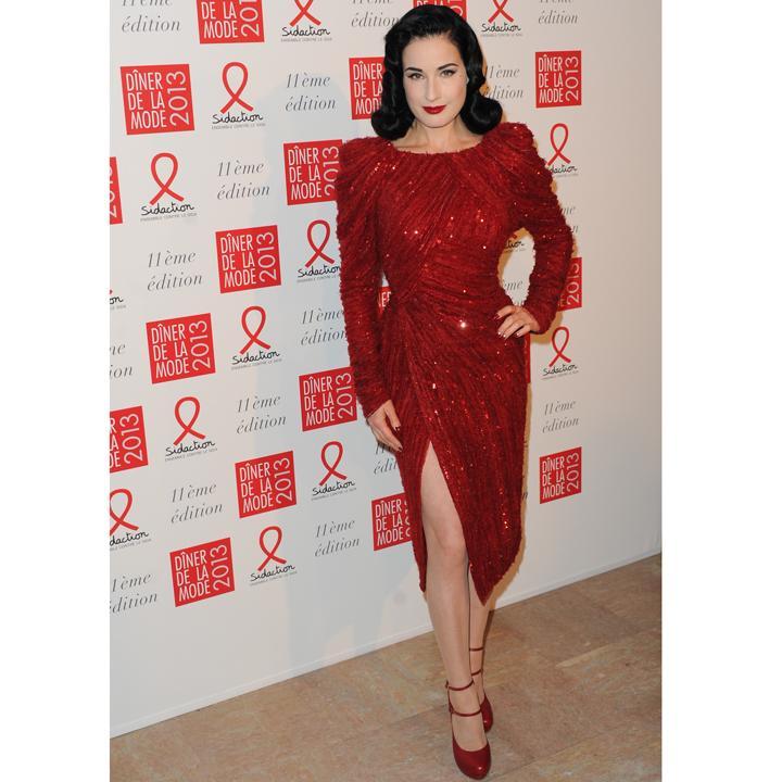 Dita von teese robe rouge