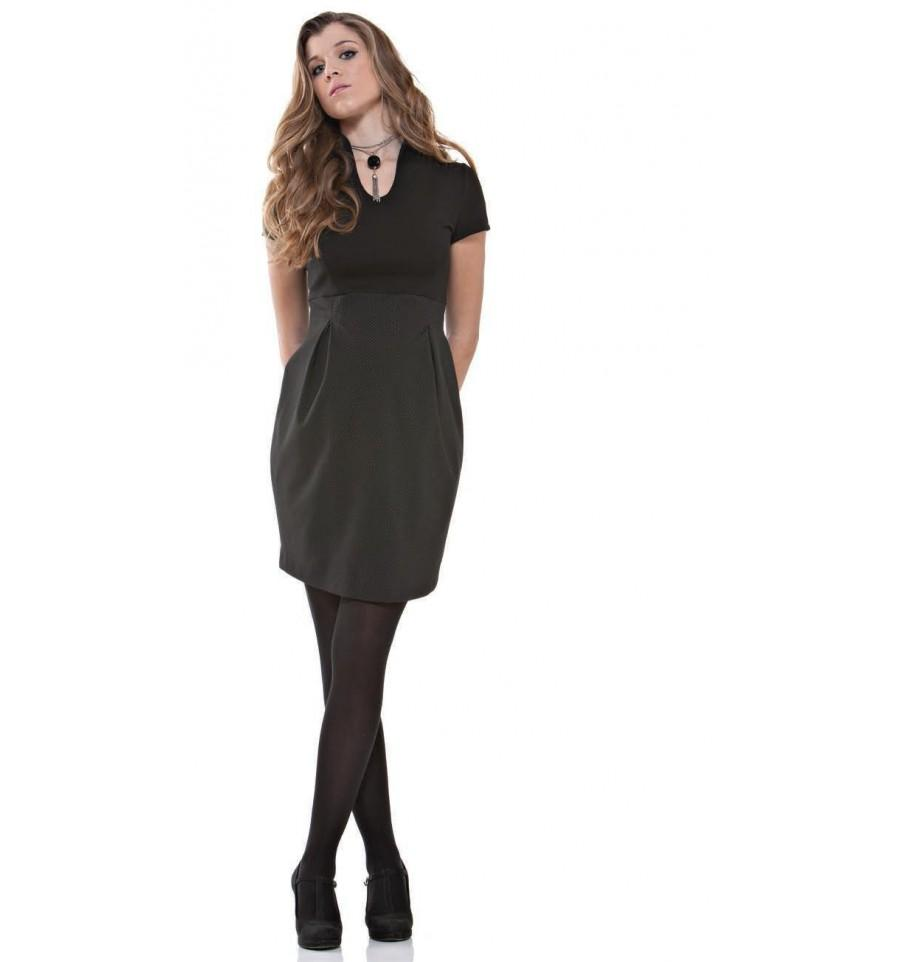 Femme en robe noir
