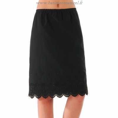 Jupon noir sous robe