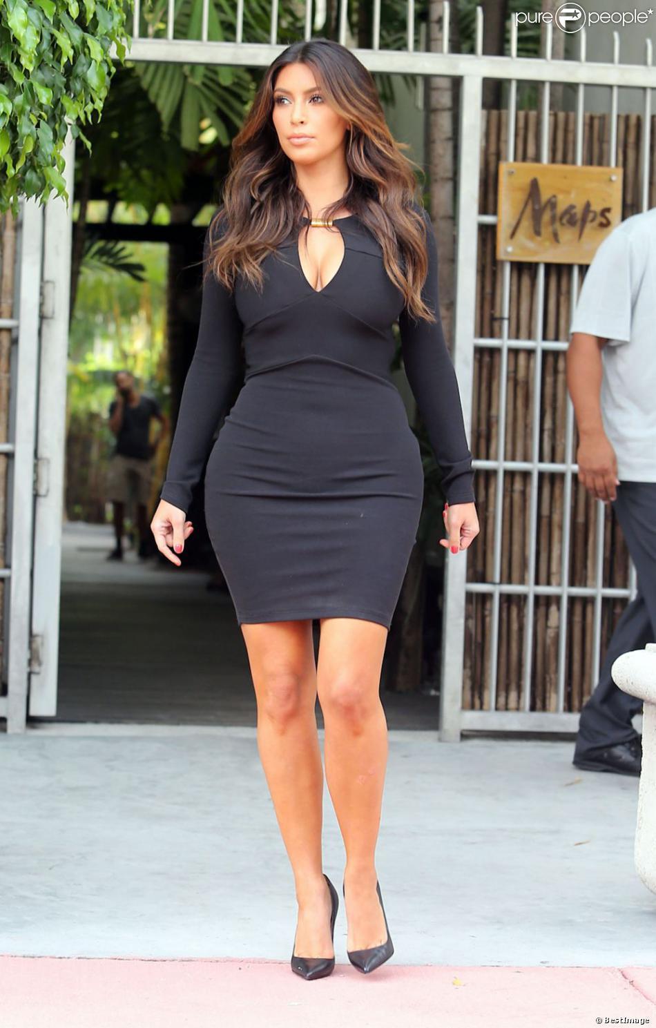 Kim kardashian robe noir