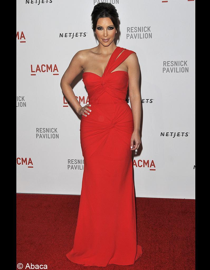 Kim kardashian robe rouge