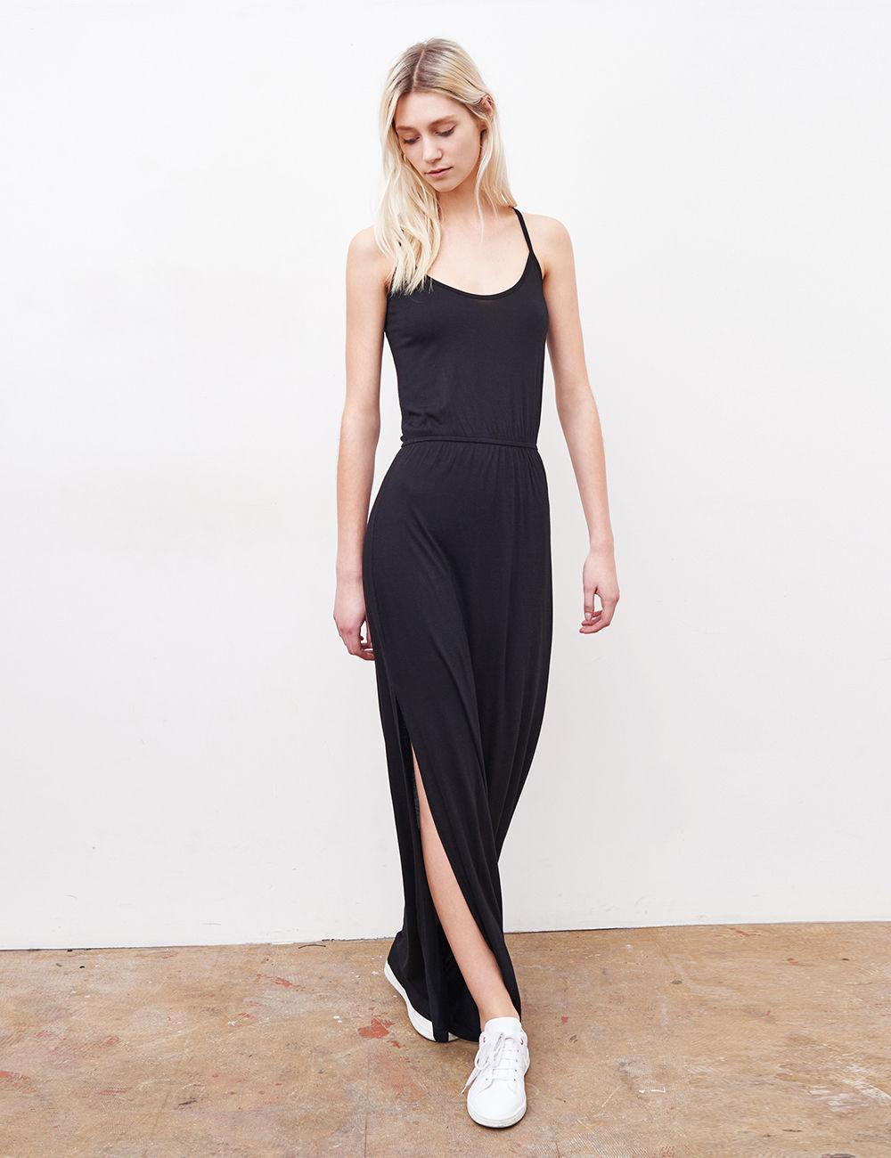 Longue robe noir simple