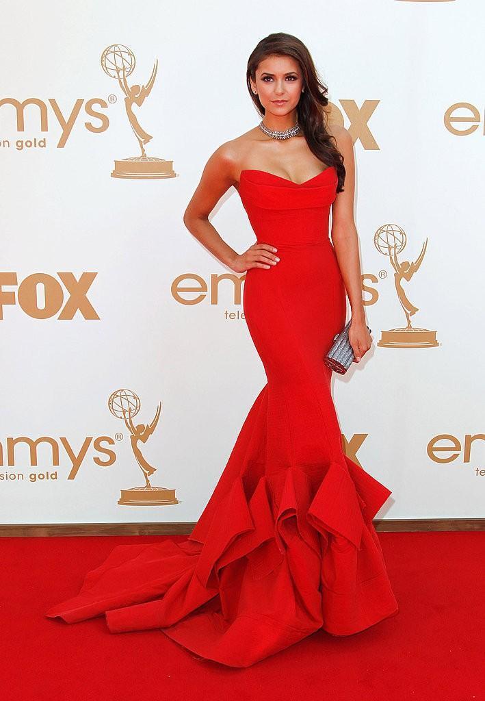 Nina dobrev robe rouge