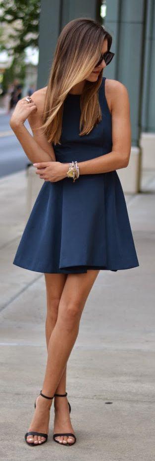 Que mettre comme chaussure avec une robe bleu marine