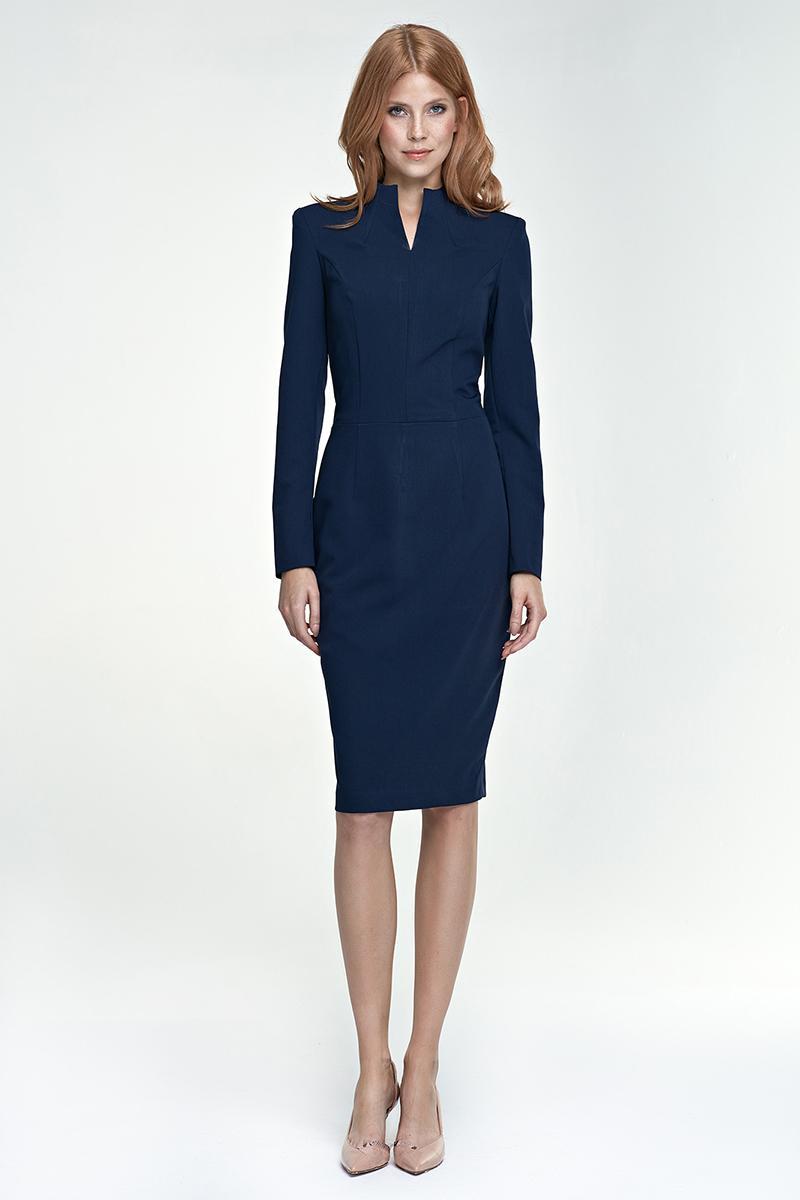 Quelle couleur de chaussure avec une robe bleu marine