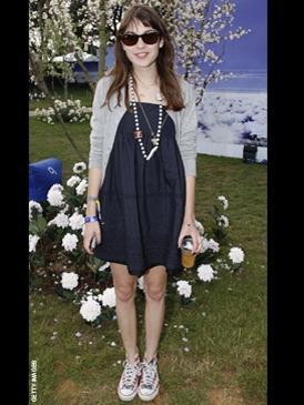 Quelle veste avec robe bleu marine
