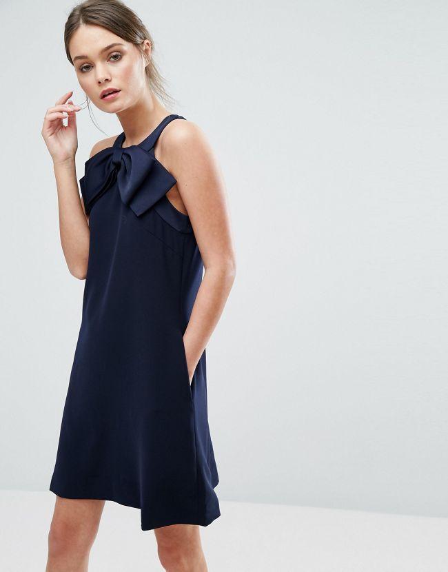 Quelles chaussures avec une robe bleu marine