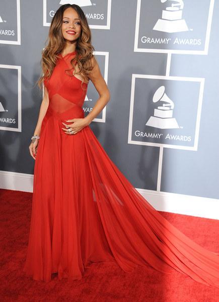 Rihanna robe rouge