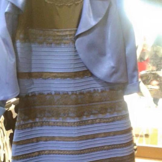 Robe blanc et or ou bleu et noir