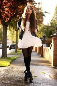 Robe blanche collant noir