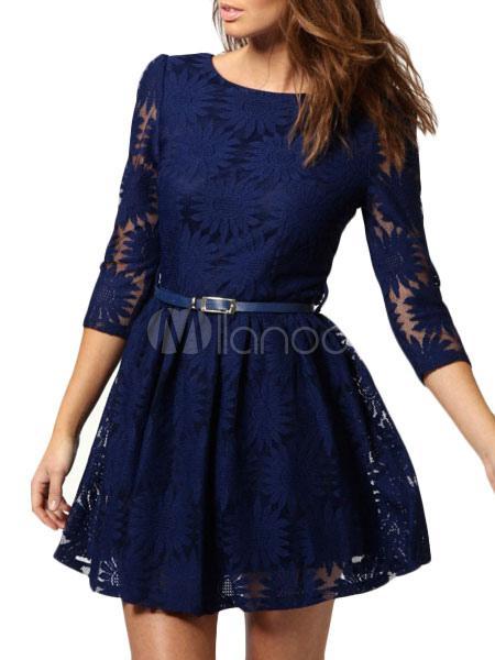 Robe bleu en dentelle