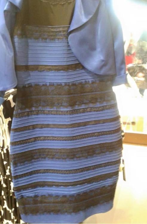 Robe bleu et noir ou blanc et dorée