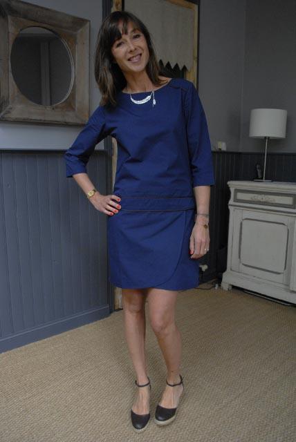 Robe bleu marine chaussures noires