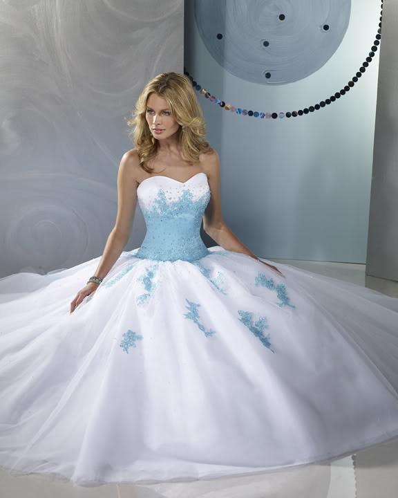 Robe de mariée avec du bleu turquoise