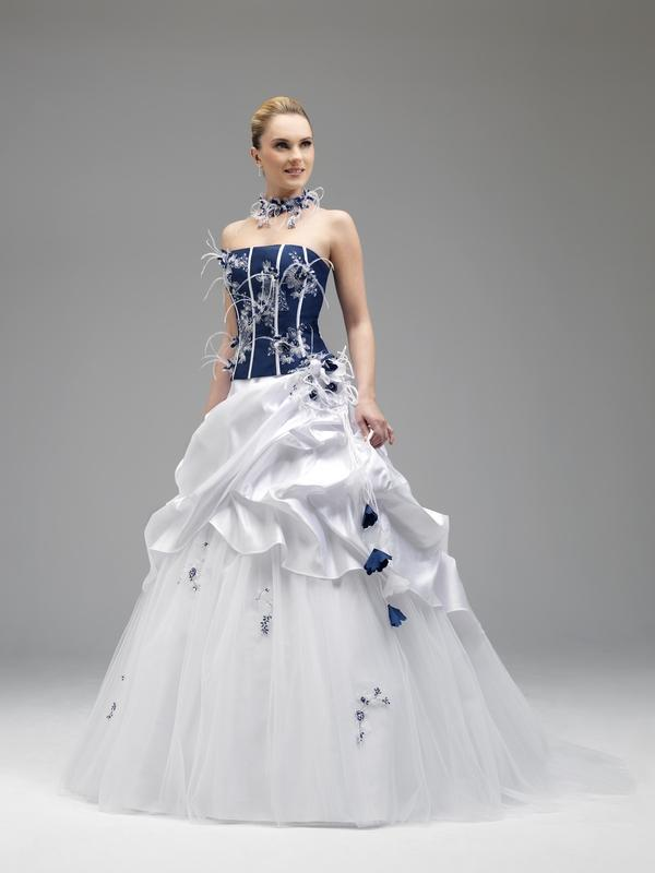 Robe de mariée avec du bleu