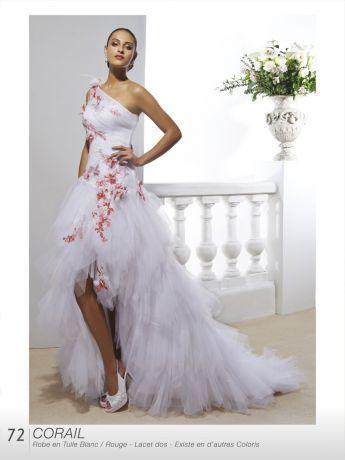Robe de mariée avec du rouge