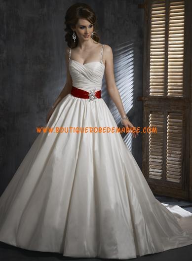 Robe de mariée blanche ceinture rouge