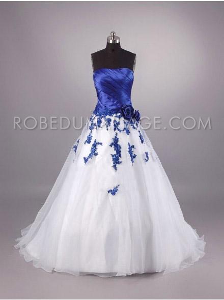 Robe de mariée blanche et bleu roi