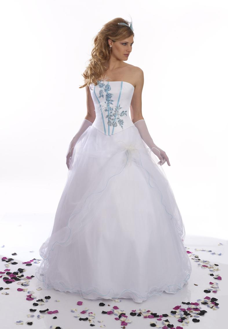 Robe de mariée blanche et bleu turquoise