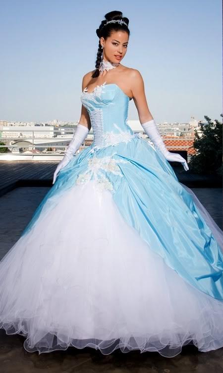 Robe de mariée bleu ciel et blanc