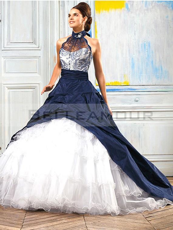 Robe de mariée bleu nuit et blanche