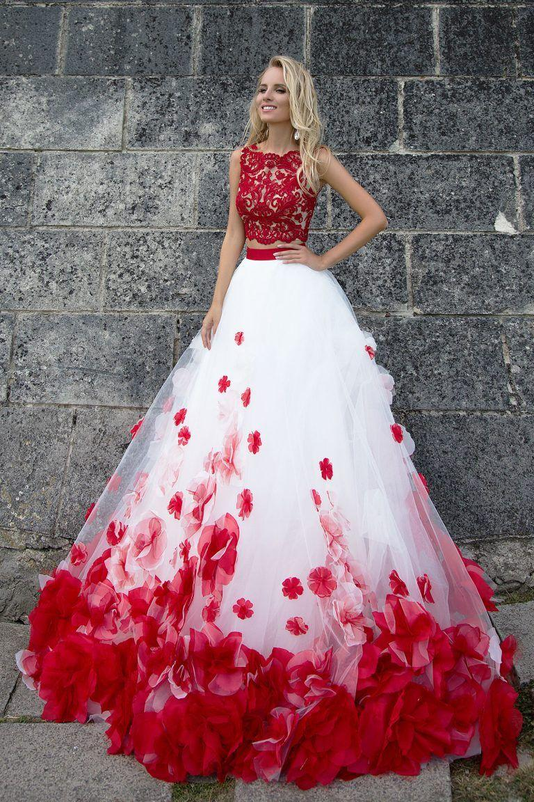 Robe de mariée princesse rouge et blanc