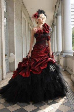 Robe de mariée rouge et noir