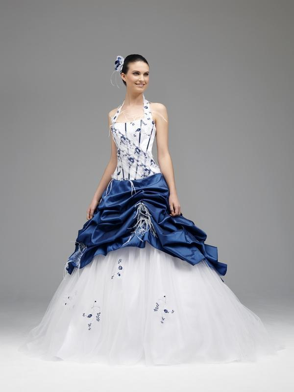 Robe de mariee blanche et bleu