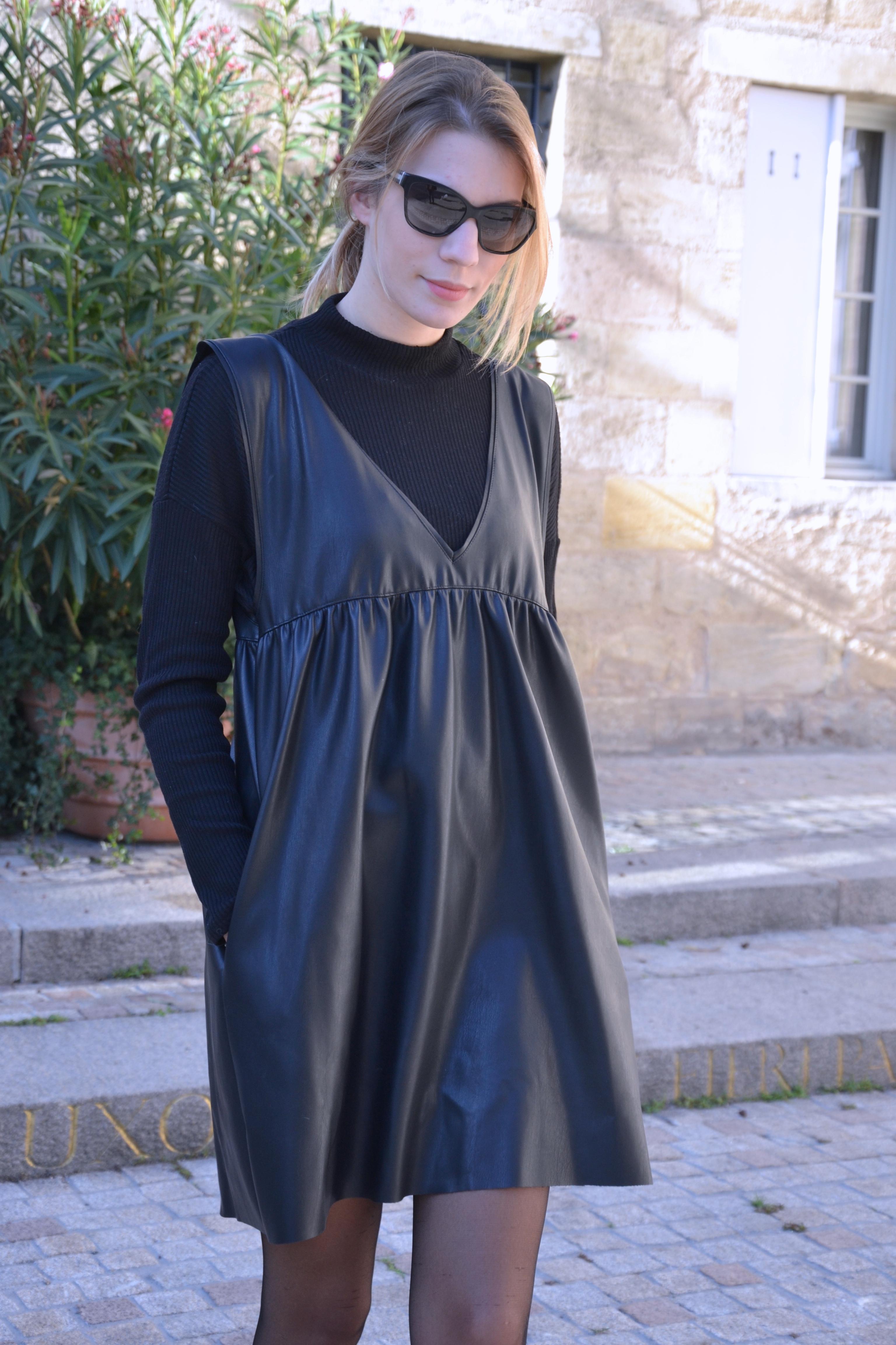 Robe en cuir noir zara