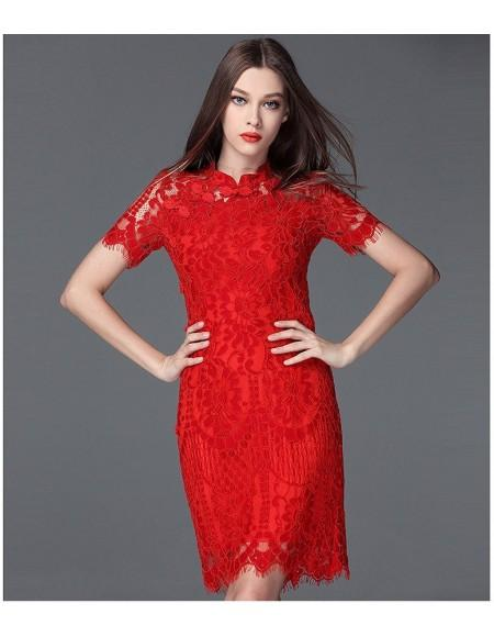 Robe en dentelle rouge