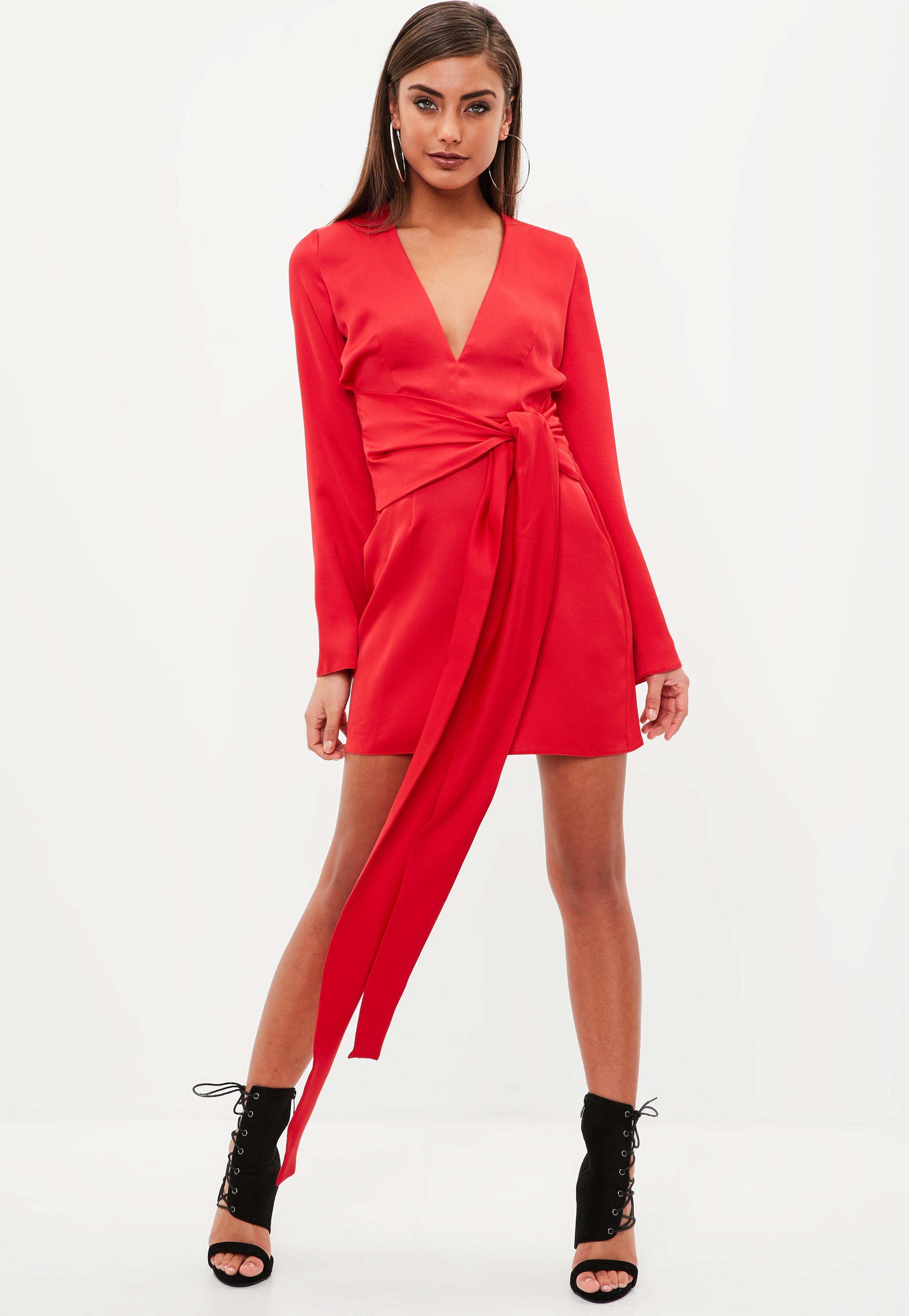 Robe en satin rouge