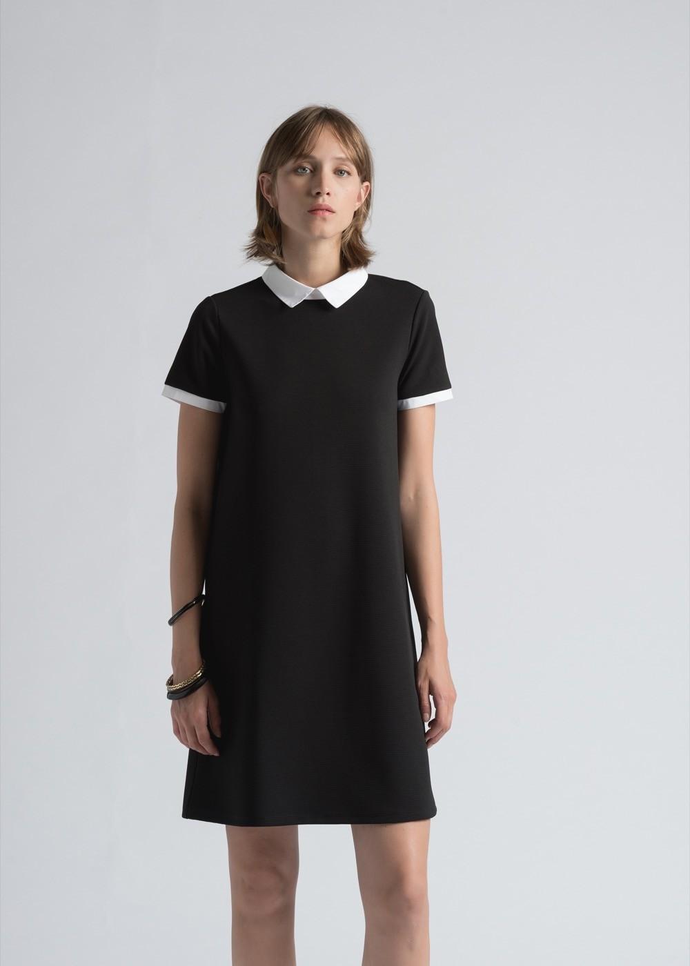 Robe noir avec col claudine blanc