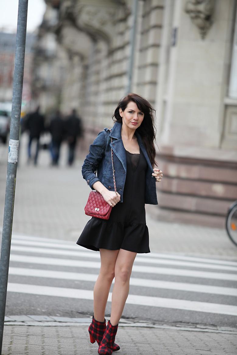 Robe noir avec veste en jean