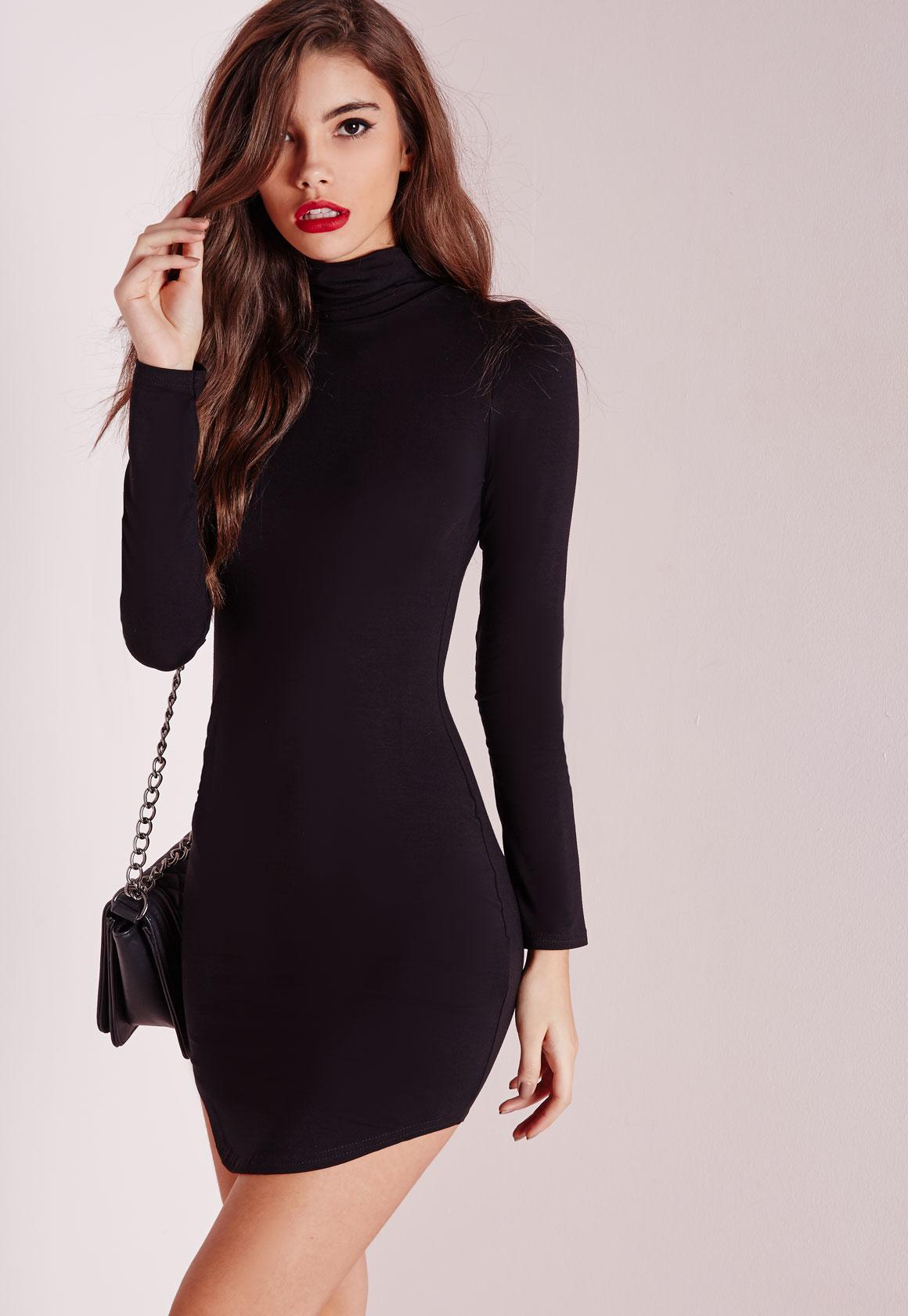 Robe noir col roulé