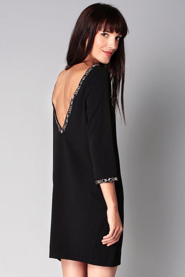 Robe noir décolleté dans le dos