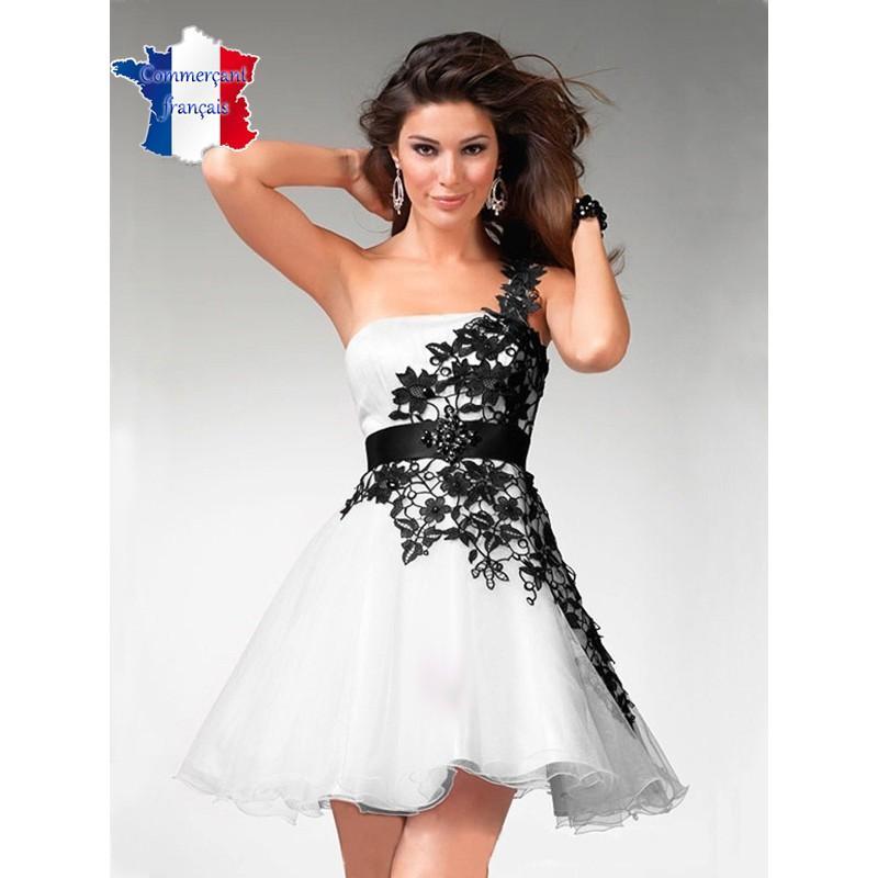 Robe noir et blanc courte