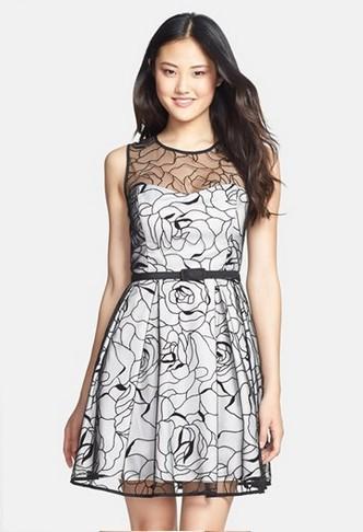 Robe noir et blanc dentelle