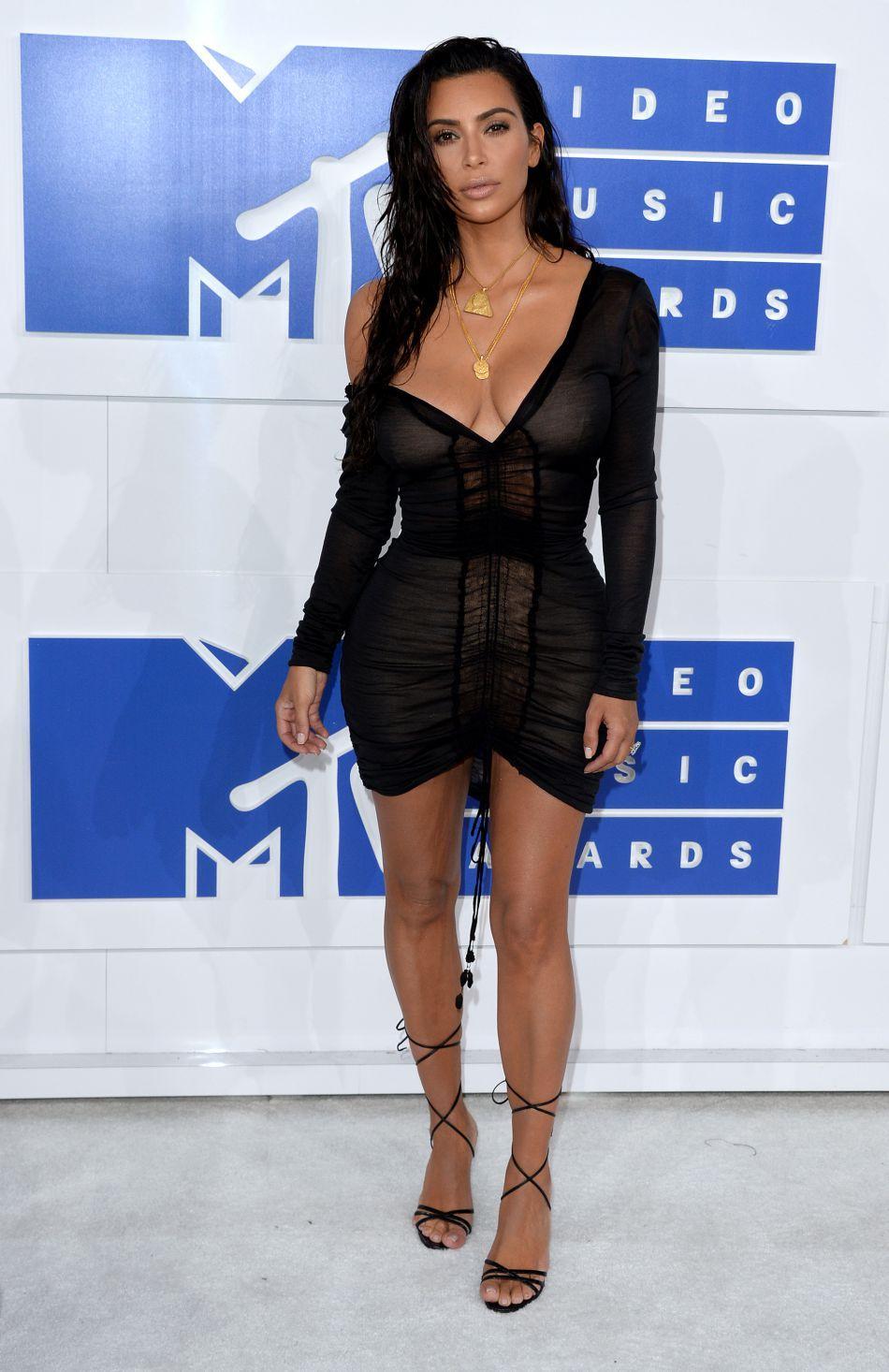 Robe noir kim kardashian