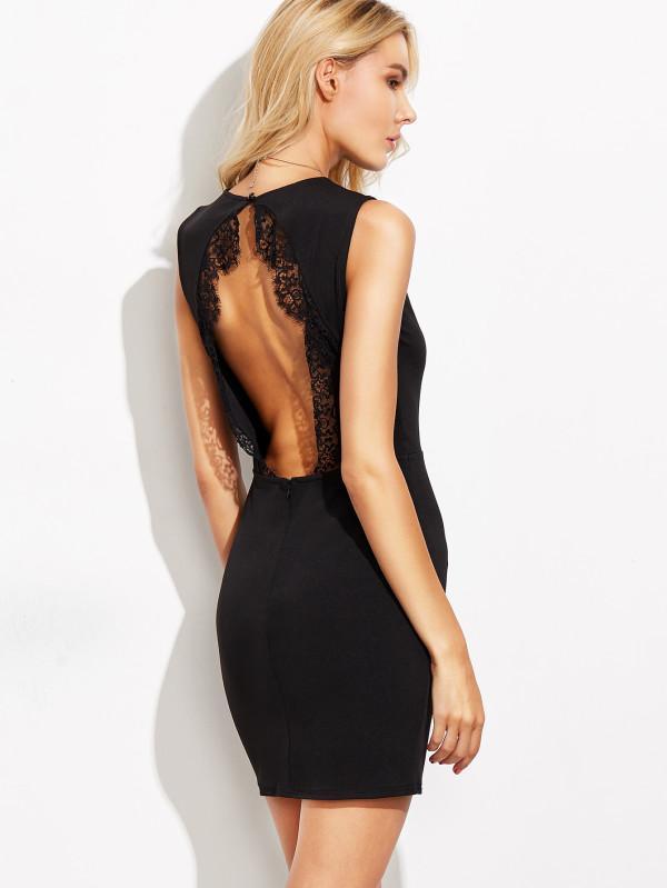 Robe noir ouverte dans le dos