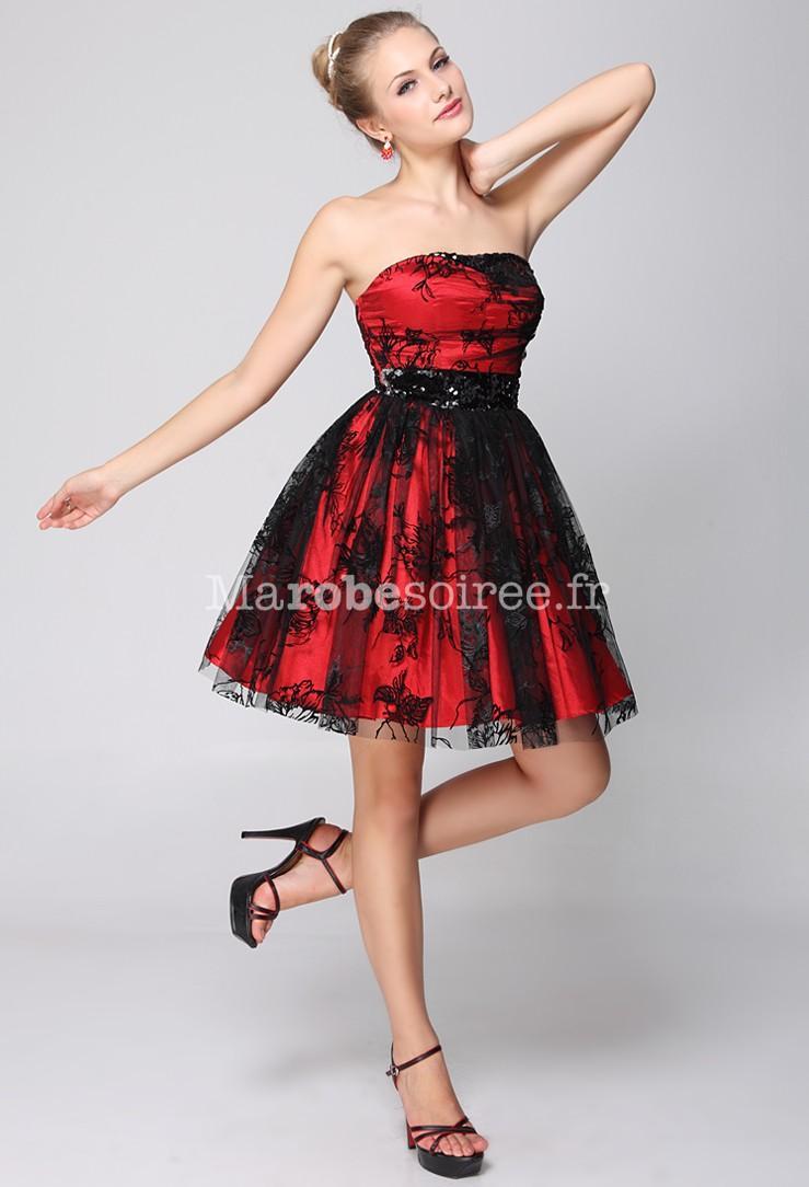 Robe noire et rouge