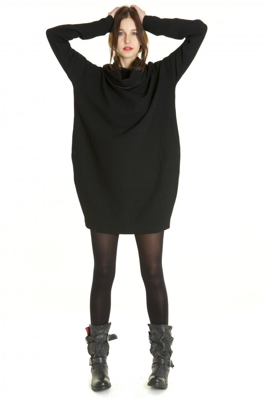 Robe pull noir ample