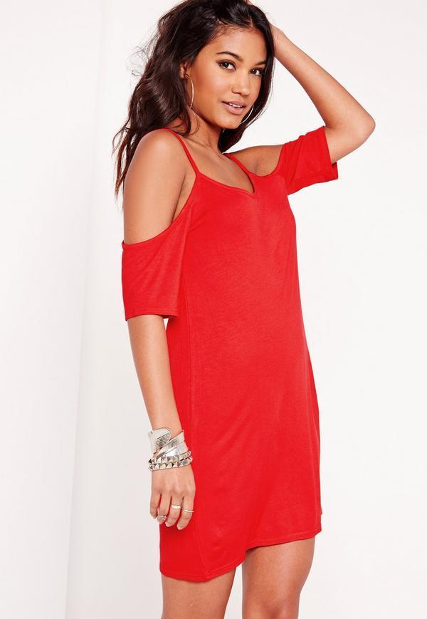 Robe rouge epaule dénudée